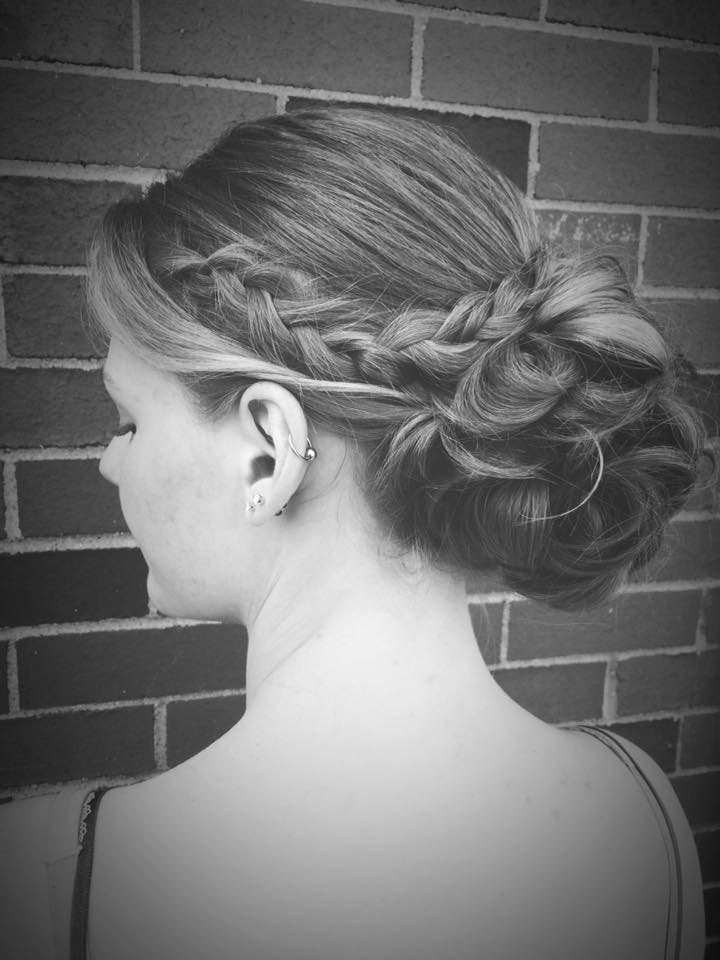 Hairstyle ideas for the bride, featuring uncommonly beautiful accessories | See more ideas about Bridal headpieces, Bride groom