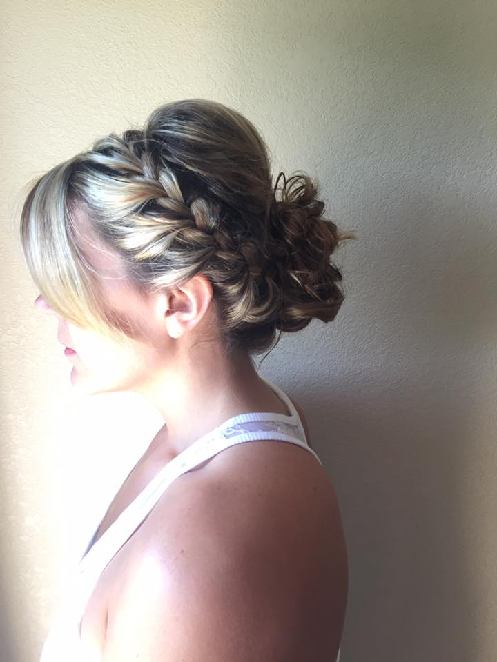 Bridal updos and wedding updo hairstyles ideas and inspiration gallery for your wedding day. Bridal updos and wedding updo hairstyle celebrity looks